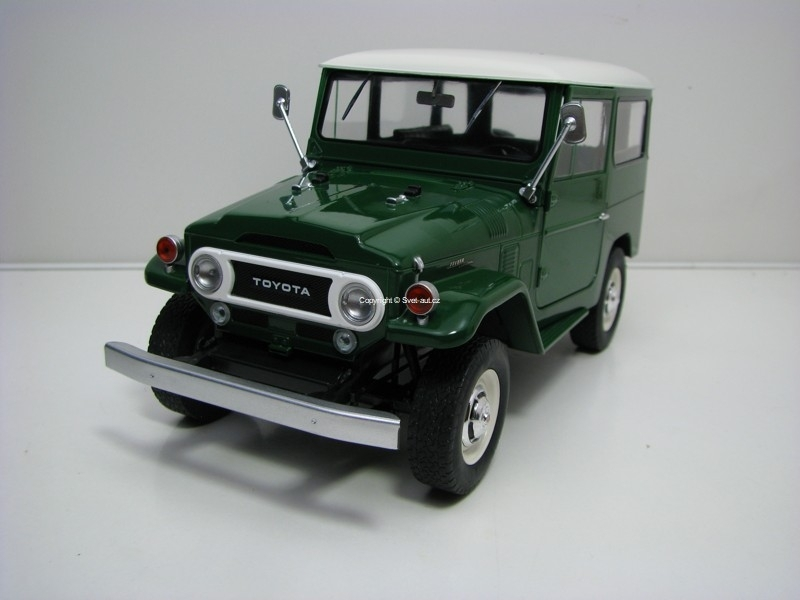 Toyota Land Cruiser FJ40 1967 Green/White 1:18 Triple 9 Collection