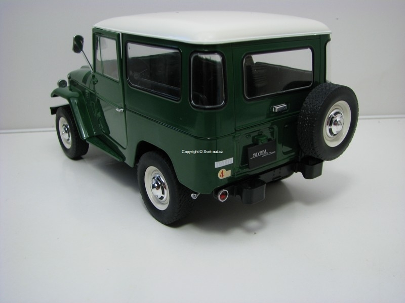Toyota Land Cruiser FJ40 1967 Green/White 1:18 Triple 9 Collecti