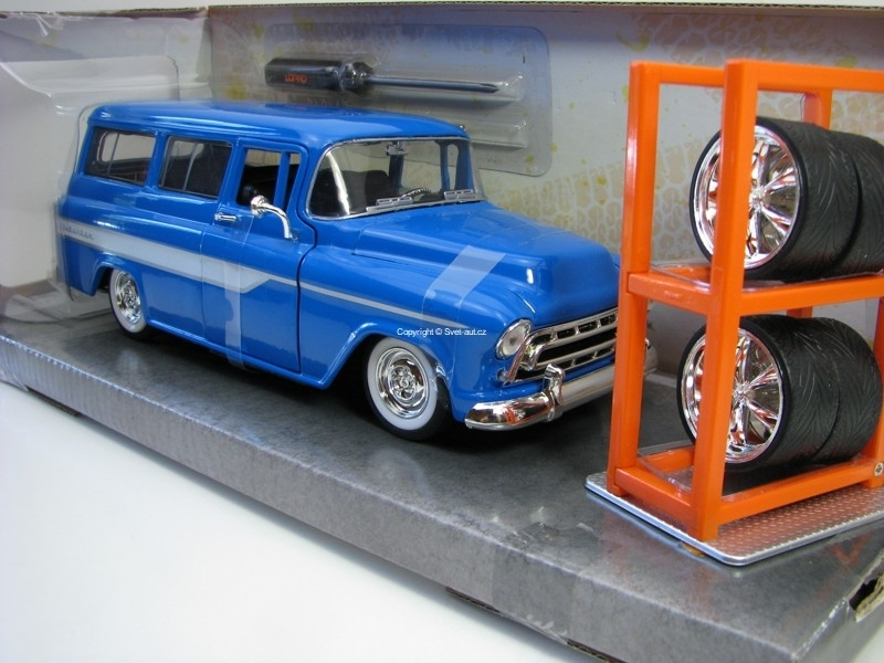 Chevrolet Suburban 1957 Blue + Extra Wheels 1:24 Just Trucks Jada Toys
