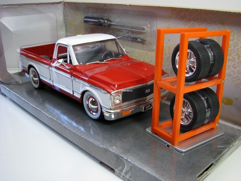 Chevrolet Cheyenne 1972 + Extra Wheels 1:24 Just Trucks Jada Toys