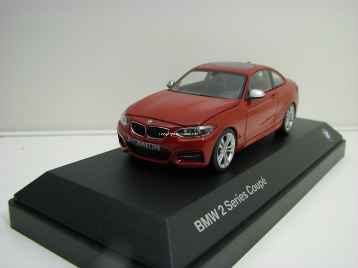 BMW 2 (F22) Coupé 2014 red 1:43 Paragon Models