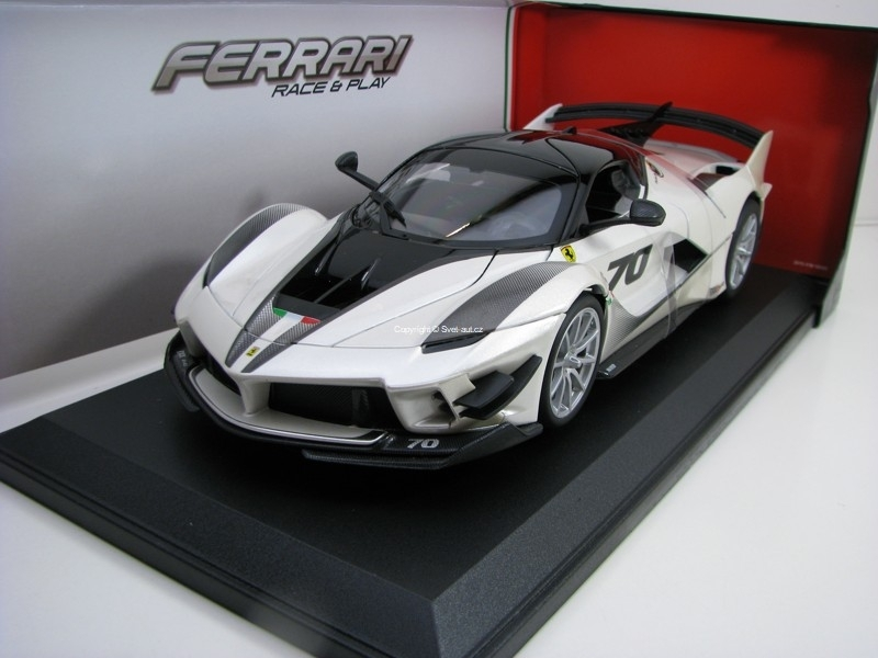 Ferrari FXX K Evo No.70 White Race Play 1:18 Bburago