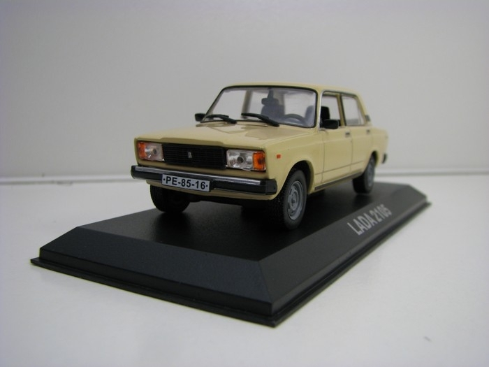 Lada 2105 créme 1:43 legendární auto Atlas Edition