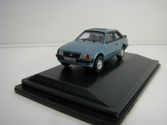 Ford Escort XR3i Caspian Blue 1:76 Oxford