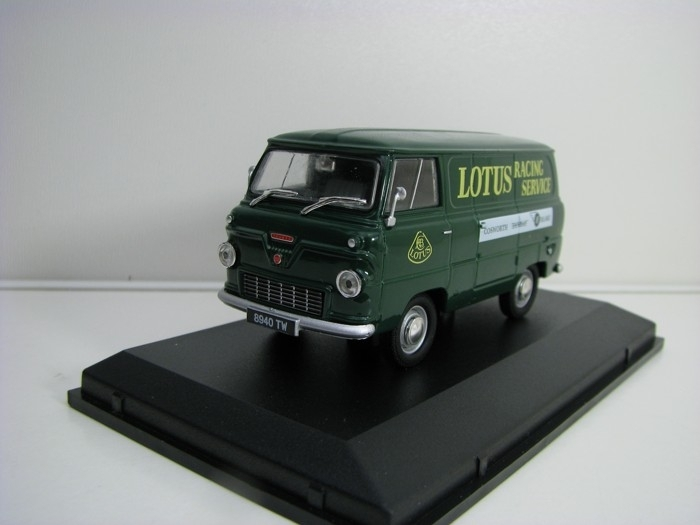 Ford 400E Van Lotus Racing Servis 1:43 Oxford