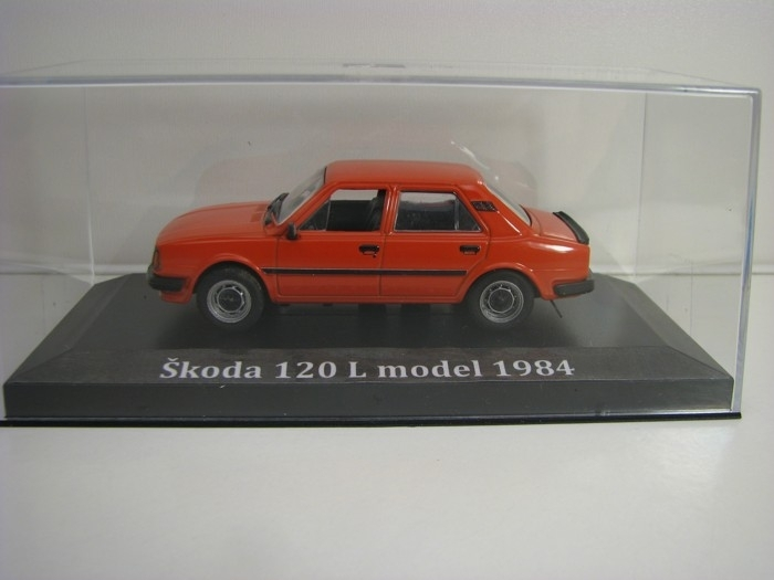 Škoda 120 L model 1984 s vitrínkou Orange 1:43 Edition Atlas IST