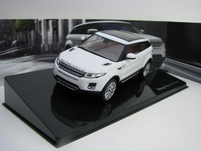 Range Rover Evoque 3 Door Fuji White 1:43 Ixo Models