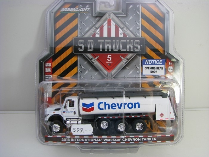 International WorkStar Chevron Tanker 2018 1:64 SD Trucks Greenlight 45050