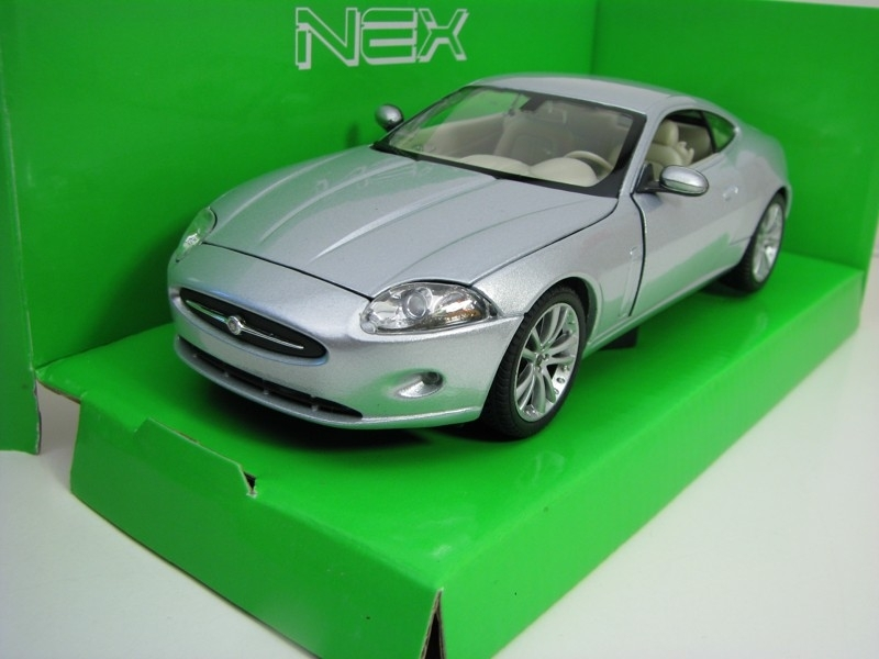 Jaguar XK Coupe Silver 1:24 Welly