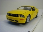 Ford Mustang GT 2006 Yellow 1:24 Maisto
