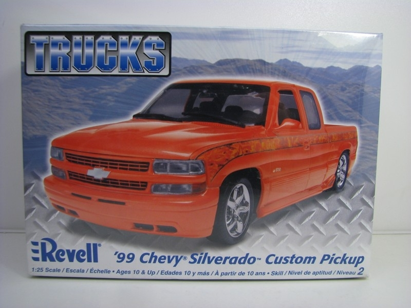 Chevrolet Silverado Custom Pickup 1999 kit 1:25 Revell 857200