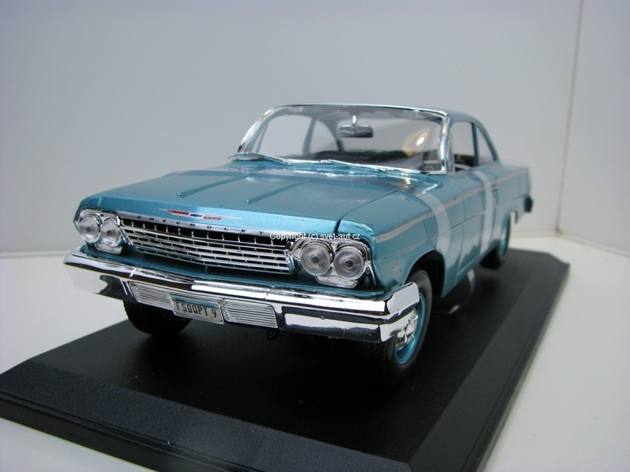 Chevrolet Bel Air 1962 silver blue 1:18 Maisto