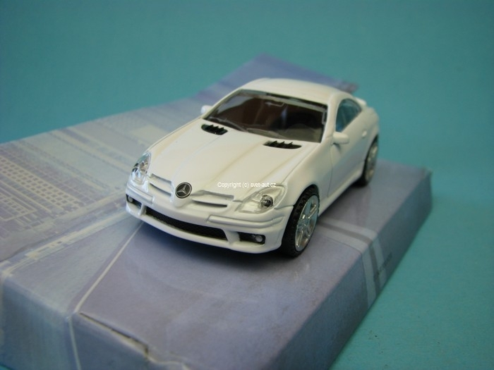 Mercedes-Benz SLK55 AMG white 1:43 Mondo Motors
