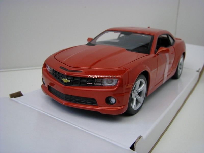 Chevrolet Camaro SS RS 2010 orange 1:24 Maisto