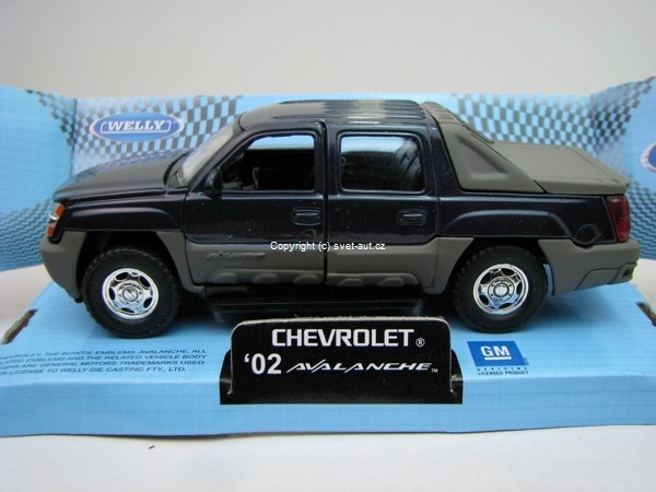 Chevrolet Avalanche 2002 blue 1:32 - 36 Welly