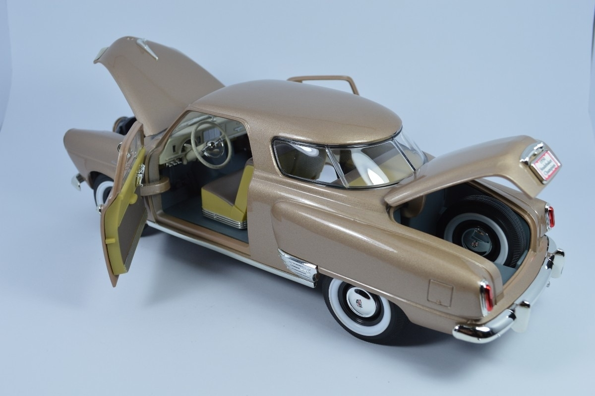 Studebaker Champion 1950 golden tan 1:18 Yat Ming