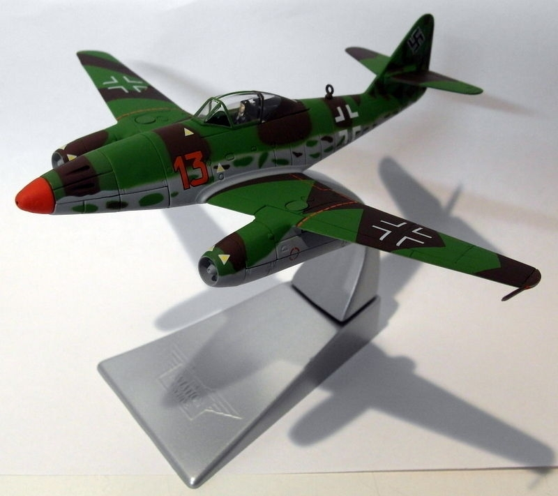 Messerschmit ME262A-1a Red 13 Oberstlenant Heinz Bar 1945 1:72 Corgi