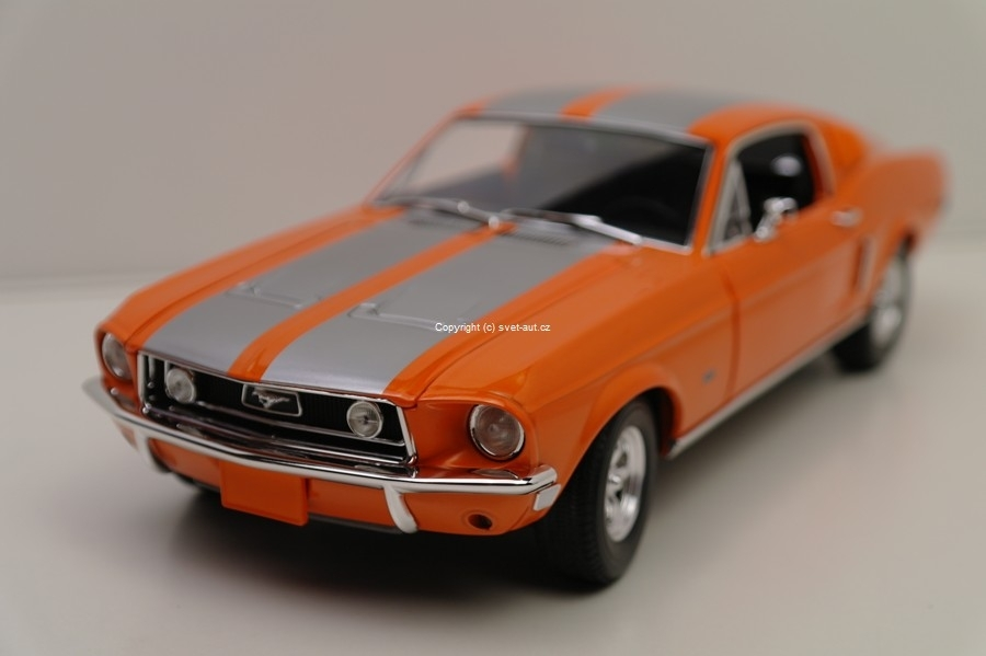 Ford Mustang GT 1968 Triple 9 collection 1:18 Greenlight