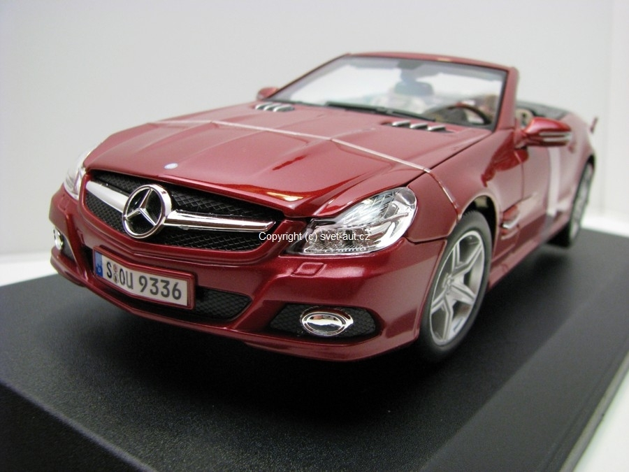 Mercedes-Benz SL550 2010 Red 1:18 Maisto