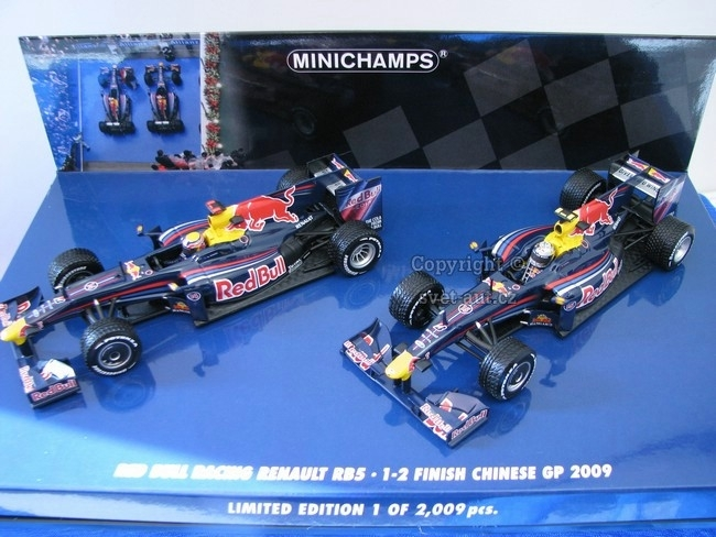 Red Bull Racing Renault RB5 1-2 Finish Chinee GP 2009 1:43 Minic