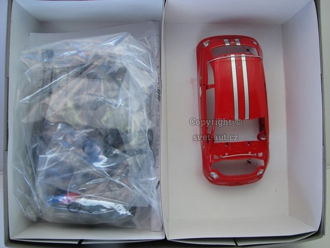 Fiat Abarth 695 Tributo Ferrari Kit 1:24 Mondo