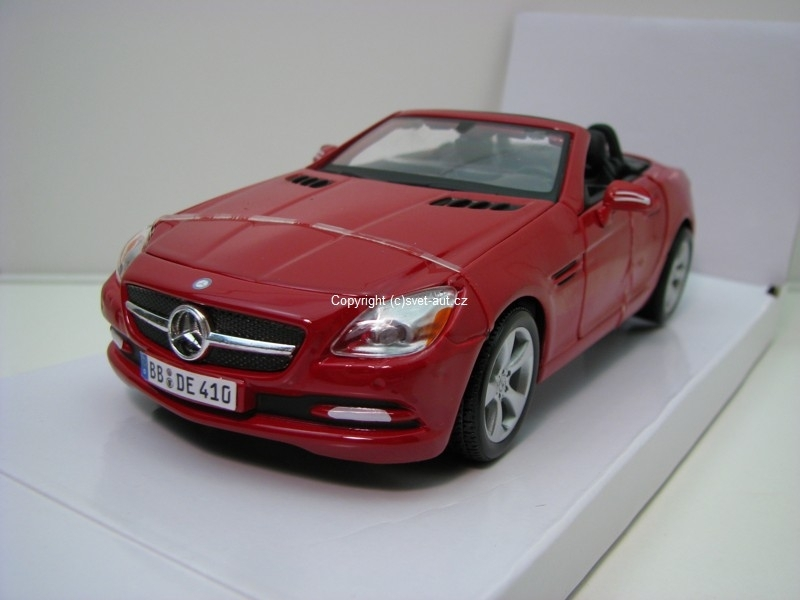 Mercedes-Benz SLK 2011 red 1:24 Maisto