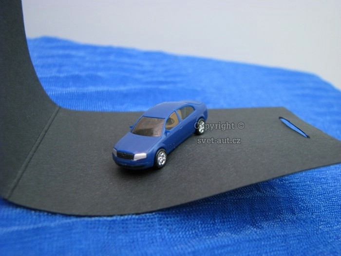 Škoda Superb pin blue 1:160 Kaden