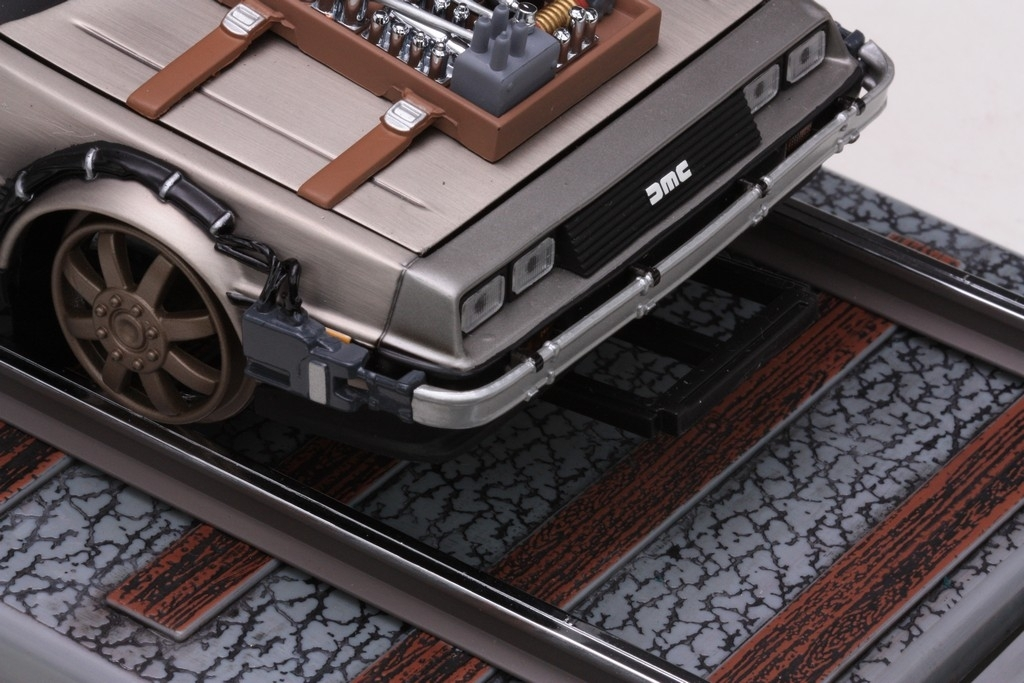 "DE LOREAN ""Back to the Future\"" Part III Railroad version 1:18 Su"