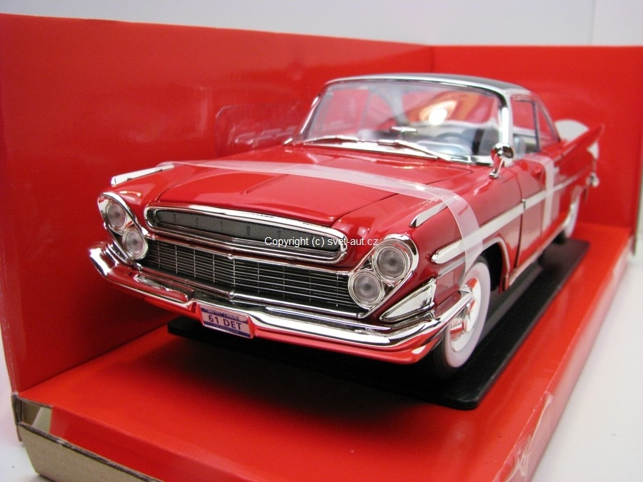Desoto adventurer Coupé 1961 Red 1:18 Yatming