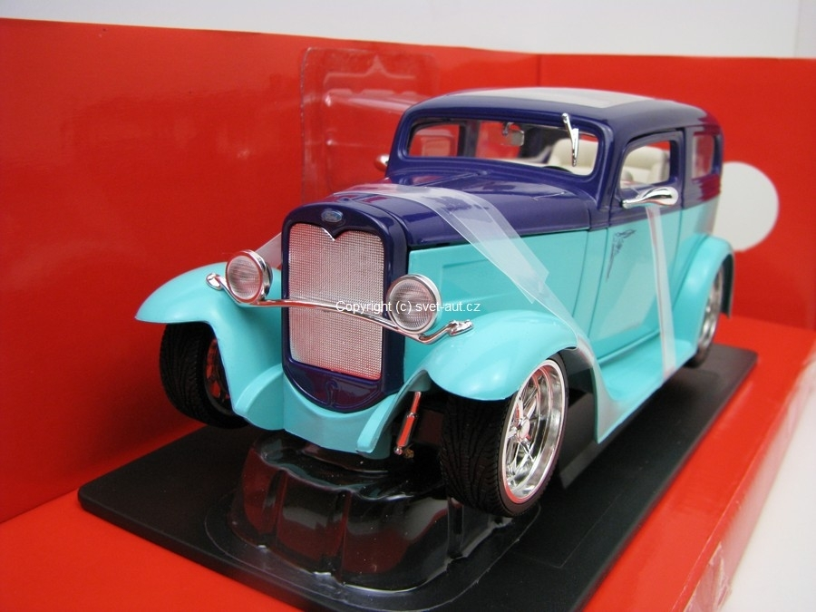 Ford Model A Sedan 1931 green purple 1:18 Yatming