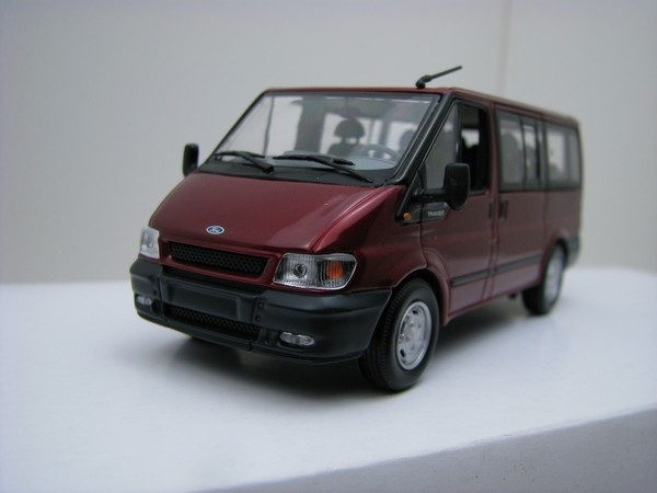 Ford Transit microbus purple 1:43 Minichamps