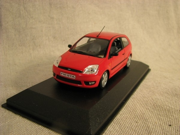 Ford Fiesta red 1:43 Minichamps