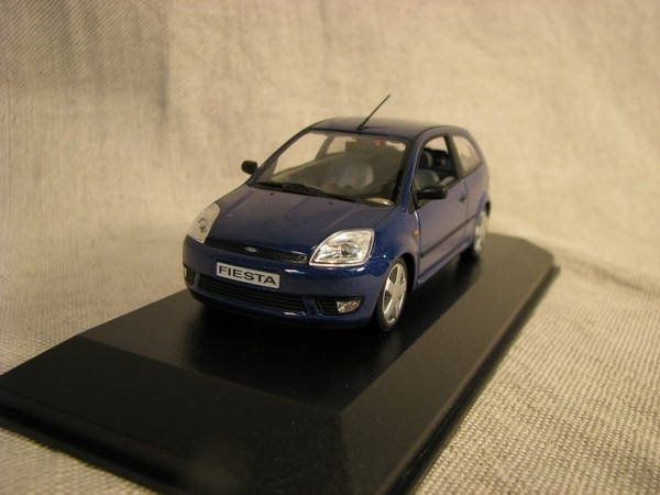 Ford Fiesta 3 doors blue 1:43 Minichamps