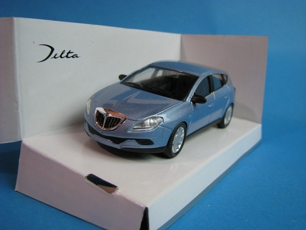 Lancia Delta light blue 1:43 Mondo Motors