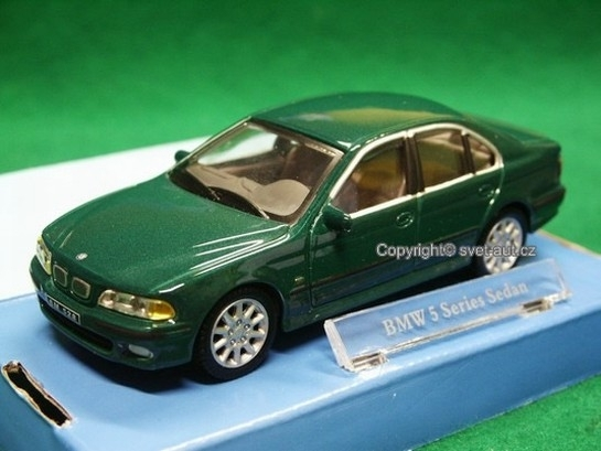 BMW 5 series sedan green 1:43 Cararama