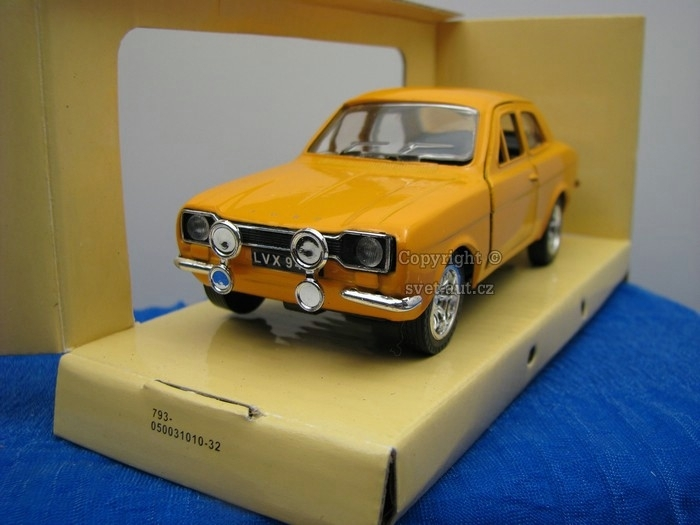 Ford Escort yellow 1:32 Saico