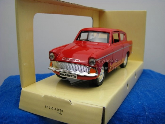 Ford Anglia red 1:32 Saico