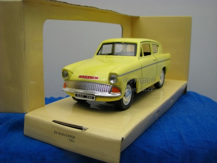Ford Anglia yellow 1:32 Saico