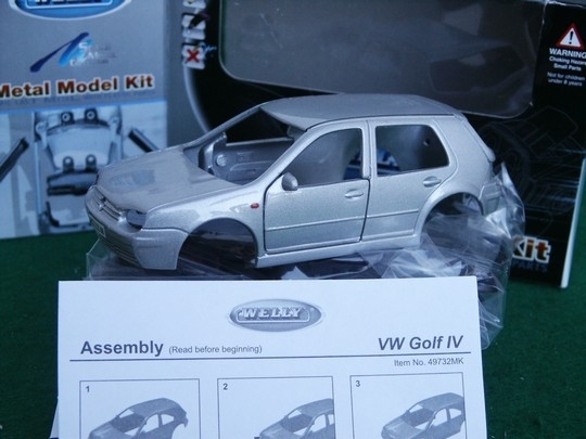 Volkswagen golf IV Silver Kit 1:36 Welly