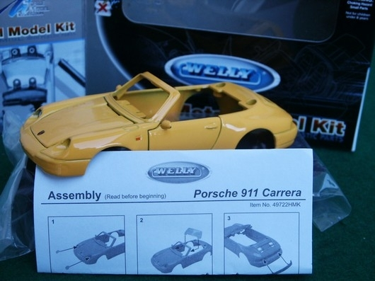 Porsche 911 carrera Kit 1:36 Welly